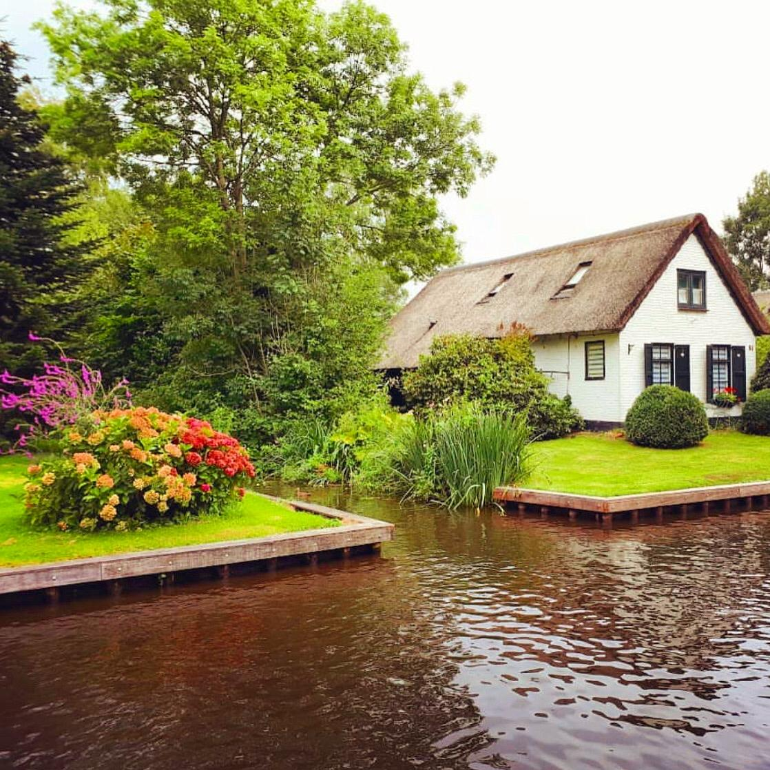 Empty waterways in Giethoorn