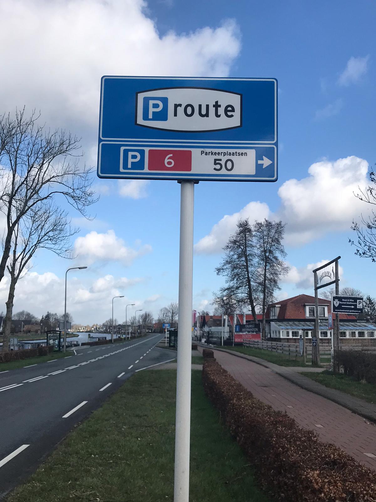 Parking in Giethoorn 2