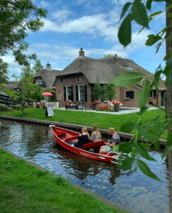 Art Pottery Giethoorn Floramics