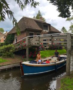 Bootje varen in Giethoorn